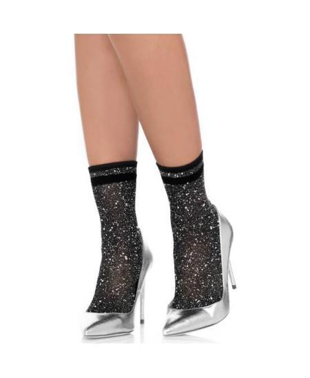 haciendo una paja con los calcetines puestos